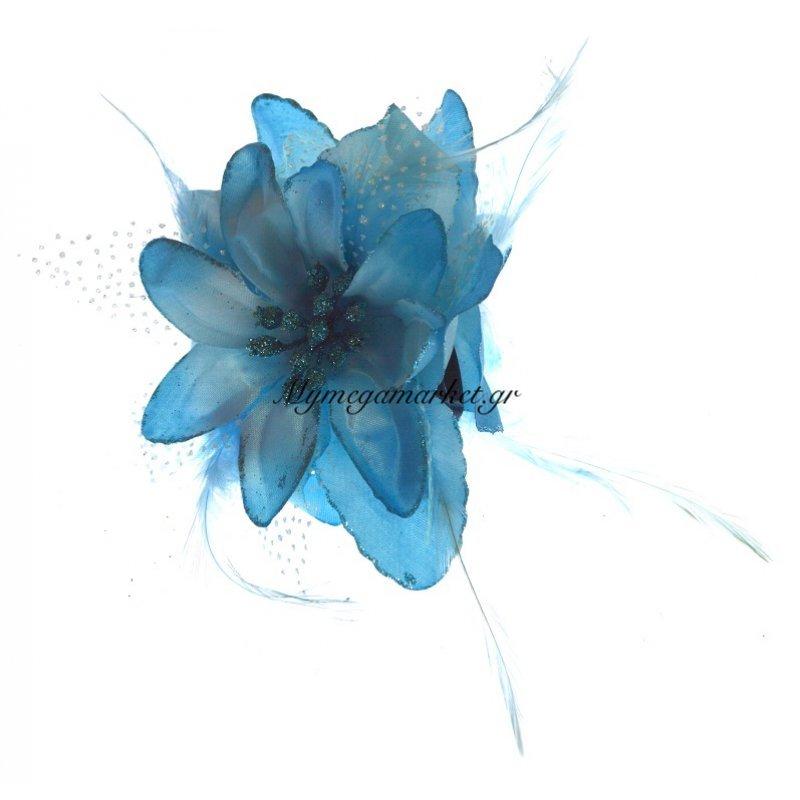 Λουλούδι κλάμερ σε γαλάζιο χρώμα