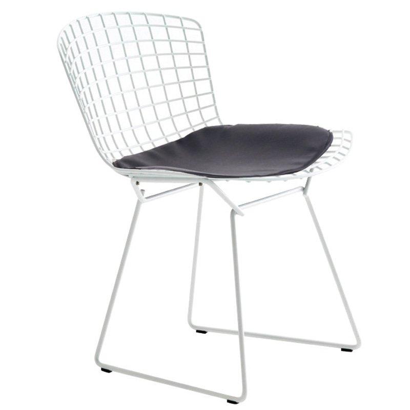 Καρέκλα Saxon μεταλλική λευκή με μαξιλάρι PU μαύρο
